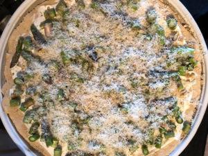 Flammkuchen mit grünem Spargel